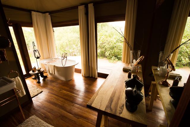 Mwiba Lodge bathtub